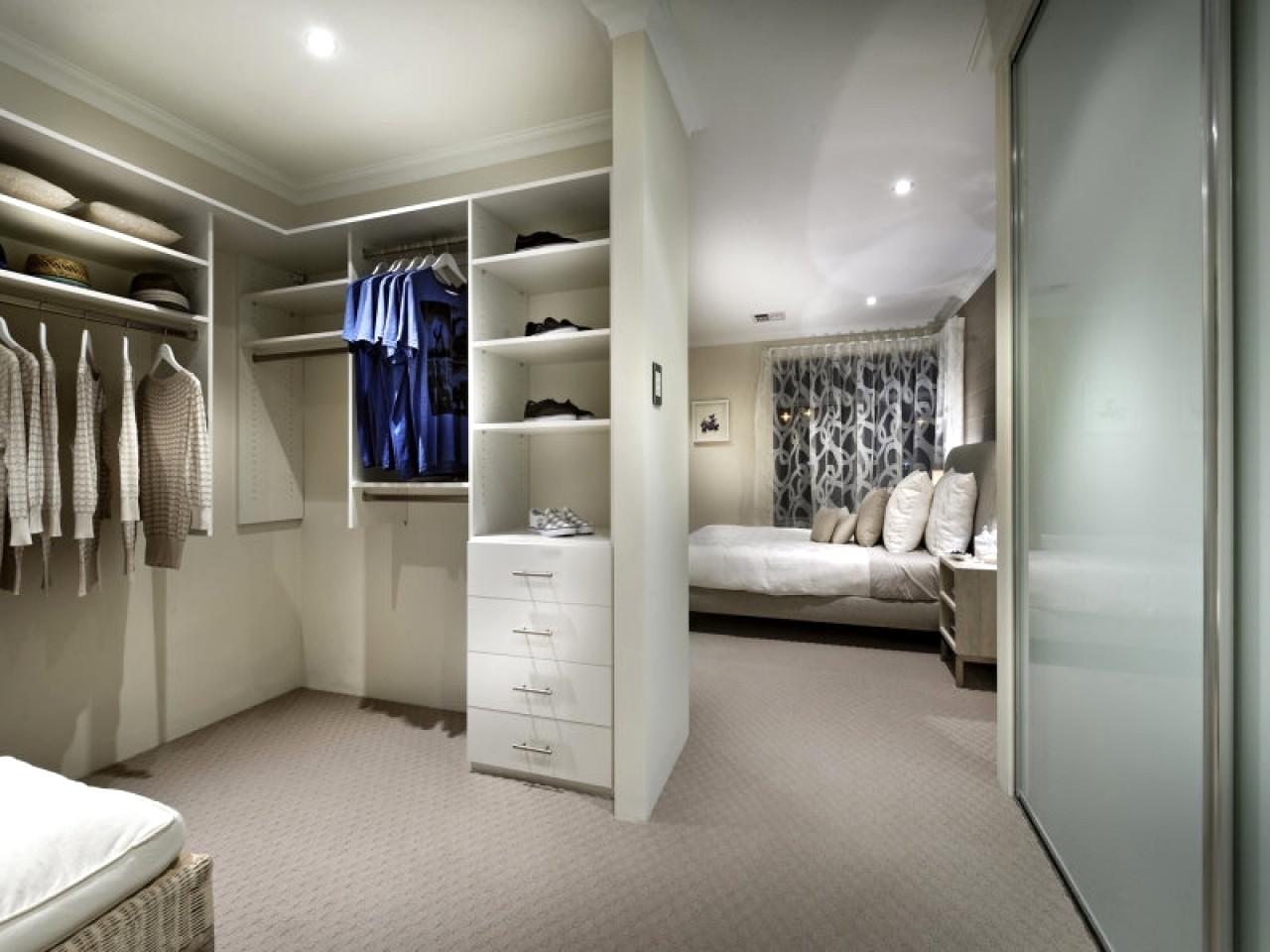 9 idee per progettare la tua cabina armadio buggea for Lube camere da letto
